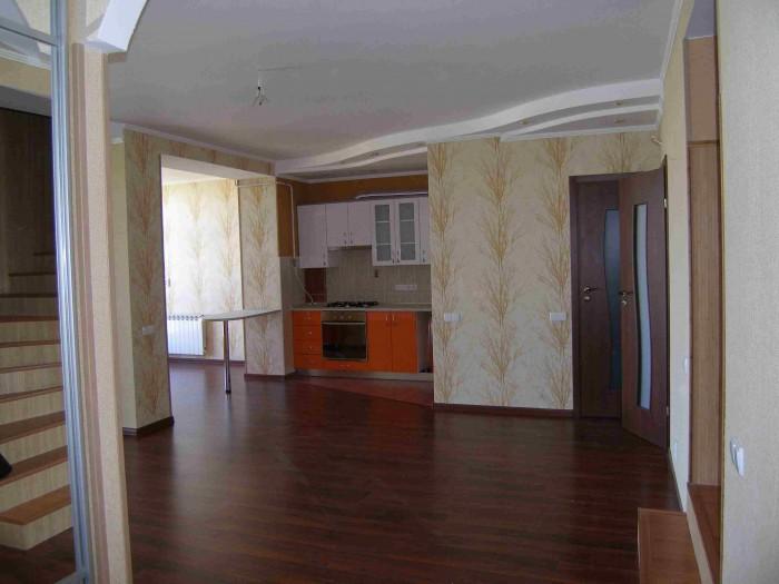 Продам 4-х комнатную квартиру-студию в ДВУХ УРОВНЯХ на переулке Совхозном, р-н К 614720