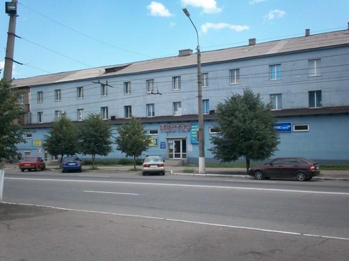 Продам отдельно торгово- офисный комплекс в Алчевске. 3 этажа, сейчас сдается в  641880