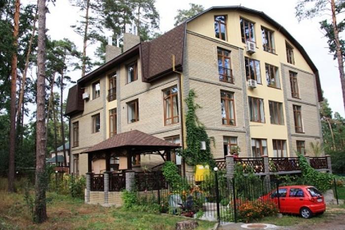 В 3-х этажных домах, клубного типа, расположенных возле сосново-дубового леса (ч 614762