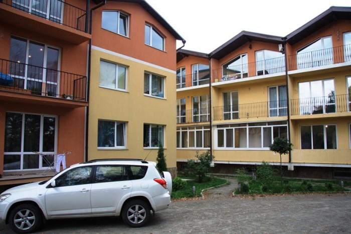 В 3-х этажных домах, клубного типа, расположенных возле сосново-дубового леса (ч 614790