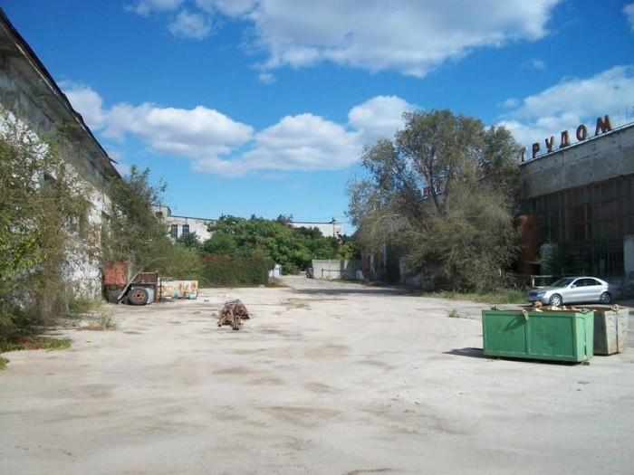 В городе Феодосия сдаются в  долгосрочную Аренду различные фасадные помещения по 641954
