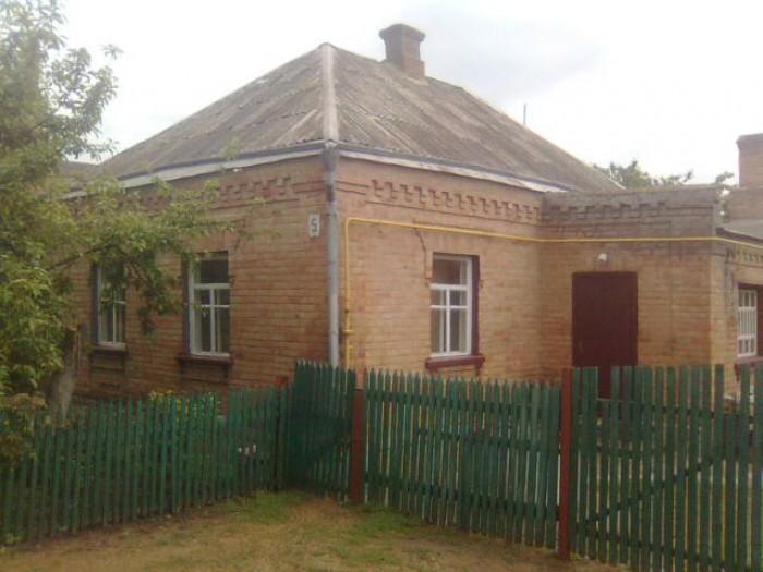 Срочно продается дом в Бобринце. Дом кирпичный,общая площадь-60 кв.м.; 3 комнаты 622152