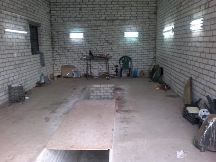 Предлагается  кирпичный бокс-гараж на ул.Радужная 60.Площадью по 50 кв.м., высот 642010