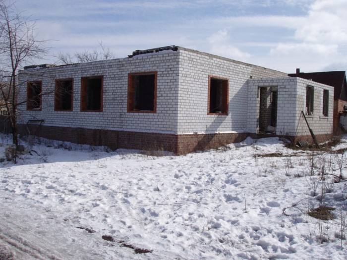 Срочно продам свой недостроенный дом, толстые стены кирпич+шлакоблок, потолок 3. 622196