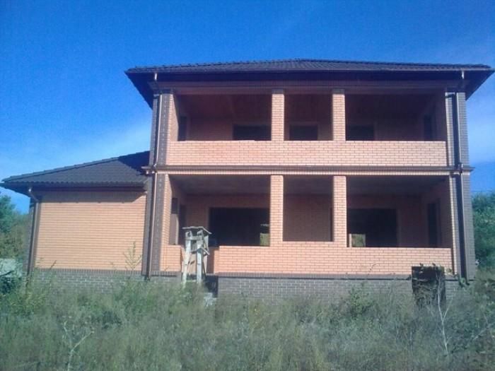 Дом построен с красного кирпича+керамоблок,отделан кирпичом СБК.Дом построен на  622203
