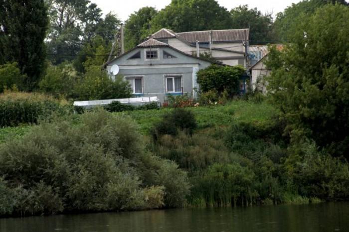 Дом 93 м.кв. (5 комнат, удобства) 40 соток земли у озера (сад, огород чернозём). 622238