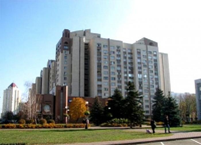 Уютная большая квартира в ведомственном кирпичном доме.Квартира разделена на 2 б 615214