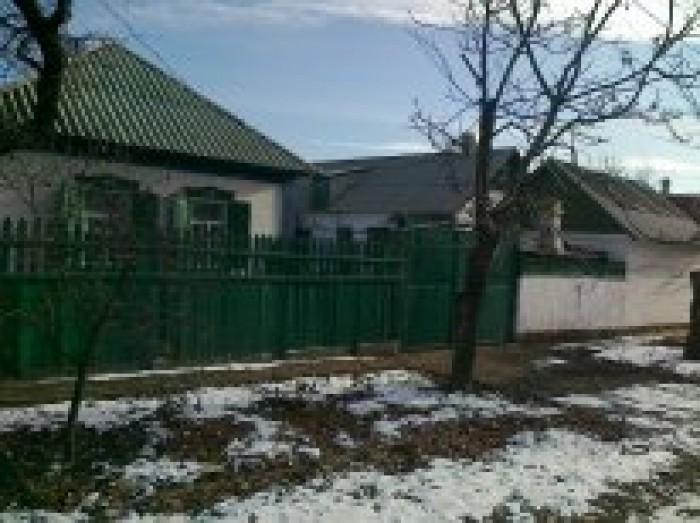 в Макеевке(центр)продам дом 4 комнаты (45,5 м2), жилой флигель (53 м2), гараж (2 622289