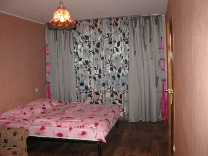 ПОСУТОЧНО Однокомнатная квартира расположена на 1 этаже 5-ти этажного дома в цен 615302