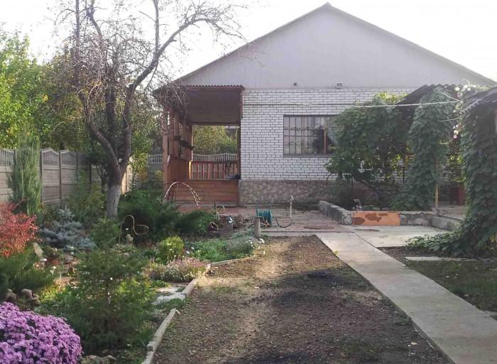 Участок 7 соток. Дом 2007 года постройки, кирпичный, площадь 117м/кв. Окна и две 622337