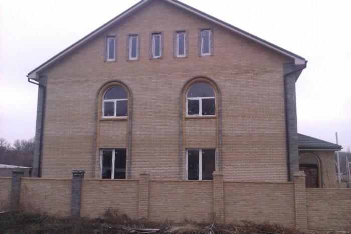 Продам дом в 3-х уровнях. Общая площадь 400кв.м.Дом недостроенный, требует вложе 622402