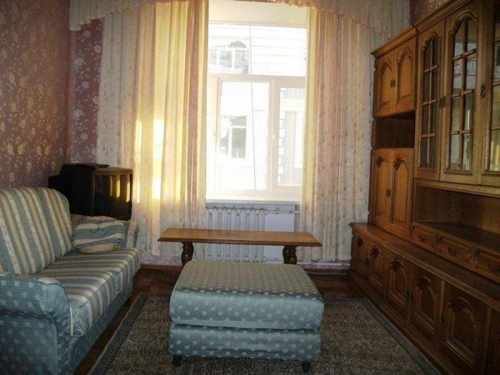 Сдам квартиру в центре, в царском доме. 2 комнаты, 60 м.кв., 3/4 эт. дома.Отличн 615596