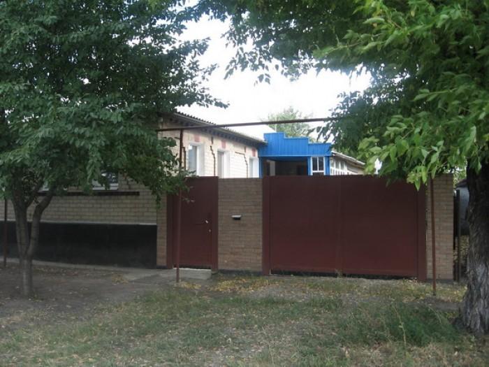 Дом на центральной улице п. Георгиевка (возле остановки, 5 км до Луганска). Очен 622489