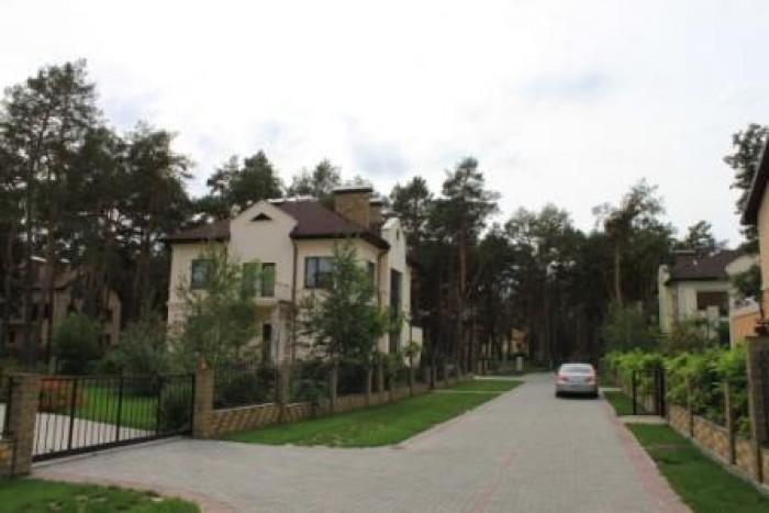 Дом в действующем коттеджном поселке, с.Орловщина, без внутренней отделки. Участ 622529