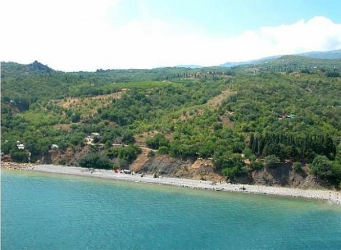 Участок 1,9 Га в Семидворье (Алушта, Южный Берег Крыма) в 50 метрах от моря. Гос 642400