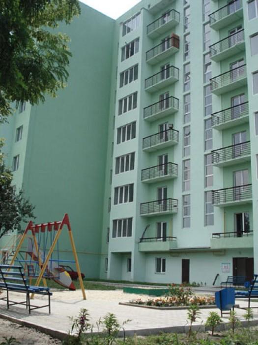Продам  свою 2-х. к. кв. в г. Харькове. 75 м.кв. В заселенном новострое, сдан в  615912