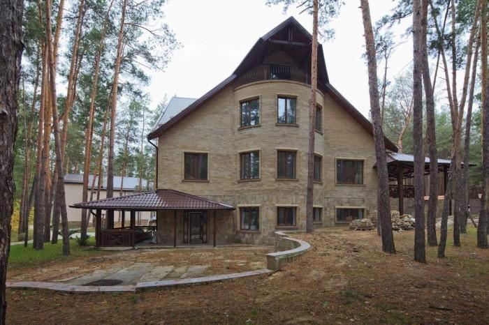 Продается новый дом в Святогорске. Расположен в уникальном и удобном месте