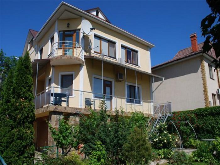 Продается 3-х уровневый дом на ул.Чубаевская. Общая площадь составляет 297 кв.м. 622634