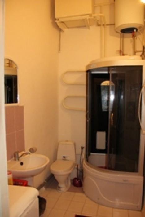 Продам свою 2 комнатную коммуну по ул.Жуковского угол Проспект Мира. Две раздель 616235