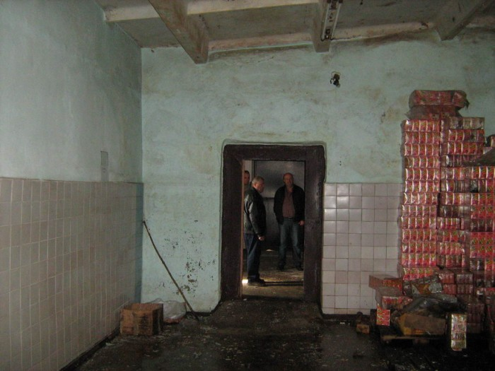 Здание, общ. пл. 1235 кв. м., 1/1 эт., нужен ремонт; возможное прим.: склад; Пом 642538