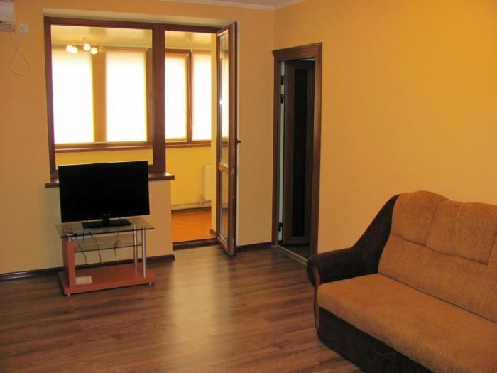 Квартира в центре, ул.Героев ВОВ 7Отличное жилое состояние, 3-комнатная, 3 спаль 616307