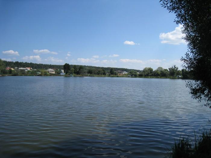 Участок в Горенке (рекреационная зона) в тихом месте у озера. Перед озером по на 631414