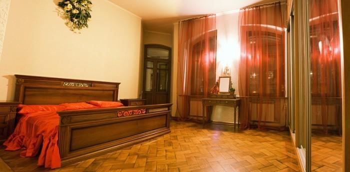 Сдам 4-х комнатную квартиру в центре посуточно. Ул. Мироносицкая, второй этаж. 2 616684