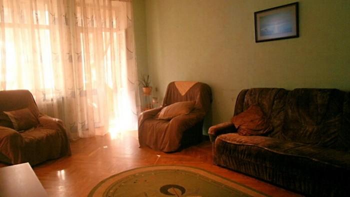 Современный ремонт, приятный интерьер, деревянные двери и встроенная мебель, ита 616710