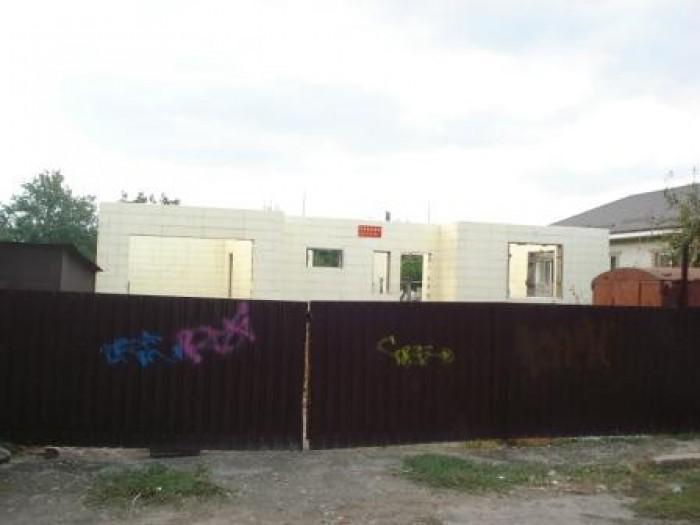 Дом 10х14 с гаражем, все коммуникации есть. Размер участка - 20х50. Рядом трансп 622934