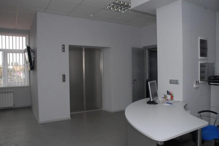Стоимость за 1 кв.м, с ремонтом, свободная планировка + кабинеты, Крытый рынок,  642705
