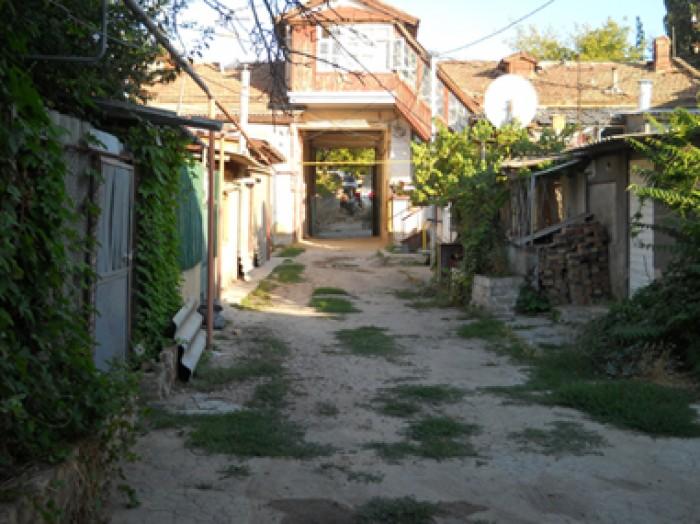 Квартира на перекрестке ул.Крылова и Краснознаменной, в закрытом дворе, на земле 616876