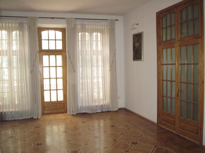Предлагаю 4-х комнатную квартиру в Одессе,на четвертом этаже 4-х этажного старин 617254