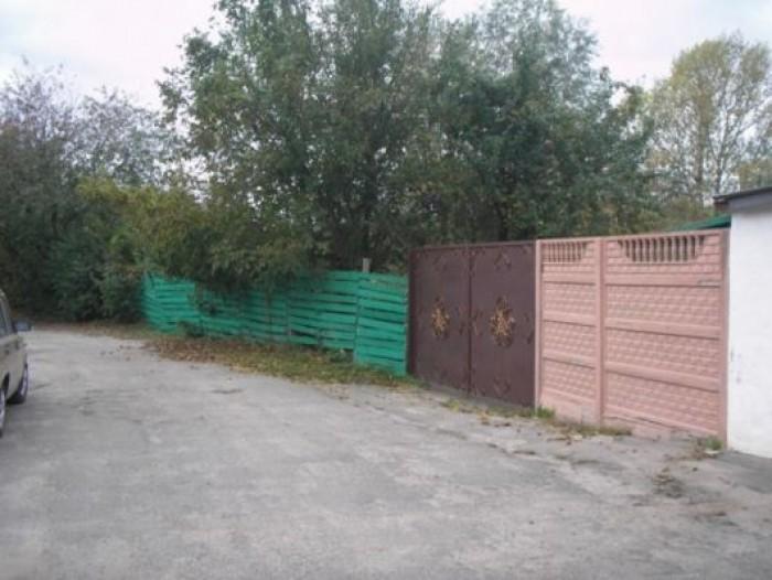 Один из немногих участков в Киеве в спокойном и  обжитом месте. Фасад 25 м позво 631597