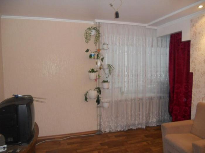 Продам 2-х комнатную квартиру в кирпичном доме по ул. Новошкольная  в районе  АТ 617706