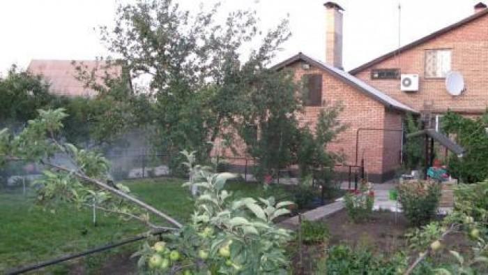 Продаётся добротный, современный благоустроенный дом в г.Кировское  Донецкой обл 623236