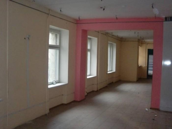 нежилое помещение магазина общей площадью 292,3 кв. м. расположенное по адресу г 643067