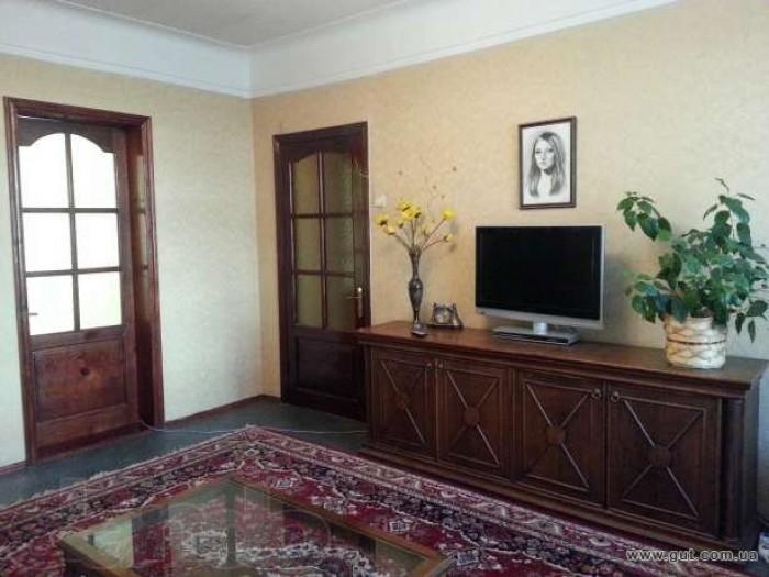 Продам 3-комнатную квартиру.2/4. Косметический ремонт, окна не менялись, имеются 617846