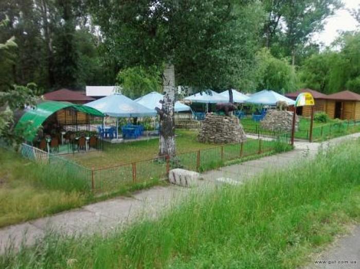 Кафе находится недалеко от Святоуспенской Святогорской Лавры. Лёгкая транспортна 643087