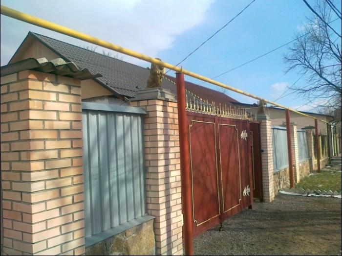 Продаётся дом п.г.т. Новотроицкое. 62кв. м. В центре посёлка. 3 комнаты. Сан узе 623305