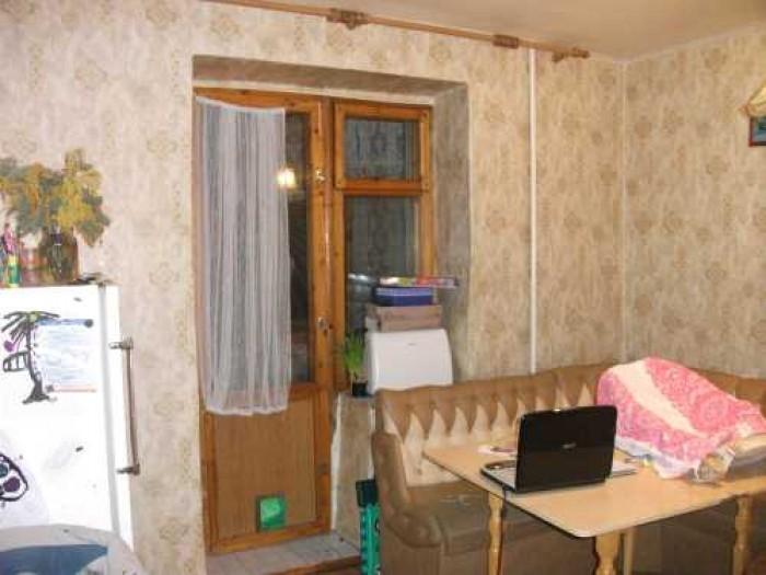 продам 2 ком квартиру на Одесской,площадь 50м2,комнаты раздельные ,кухня 11м2,ес 617951