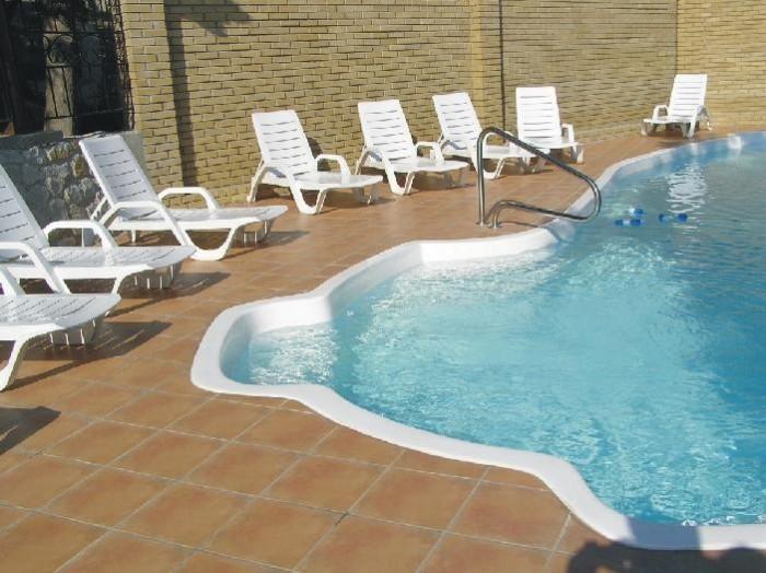 Продается действующая гостиница в  Ялте. Два корпуса на 47 номеров.  28 номеров  643144