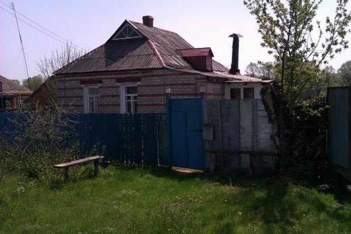Продам свой дом, в с. Охочее, с хоз. постройками, газ, вода, возле реки, огород  623432