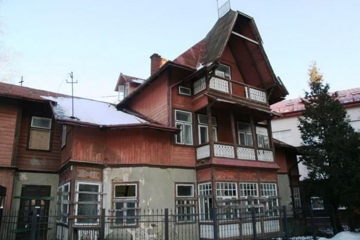 Здание начала 20 века. Последние года не эксплуатируется. Перекрытия – деревянны 643210