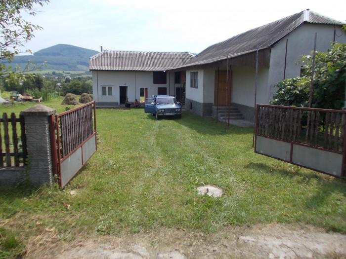 хороший дом может сойти за дачу з отличными краевидами возле турестической бази